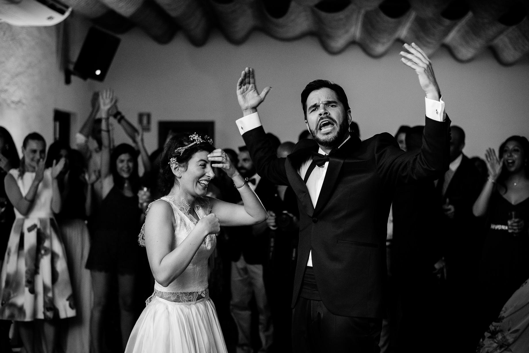 novios divirtiendose baile boda cortijo de enmedio granada