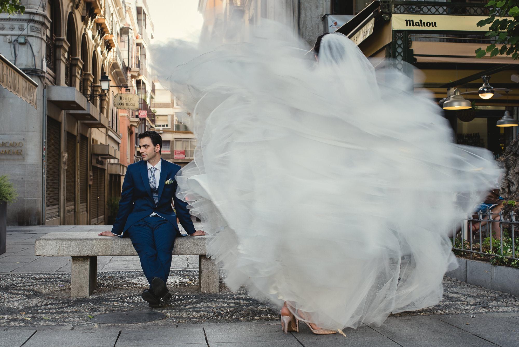 novios recien casados en calle plaza bibrambla granada